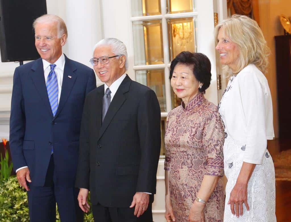 Joe Biden, Joe Biden's 2013 official visit to Singapore includes a pit stop at Adam Road Hawker Centre